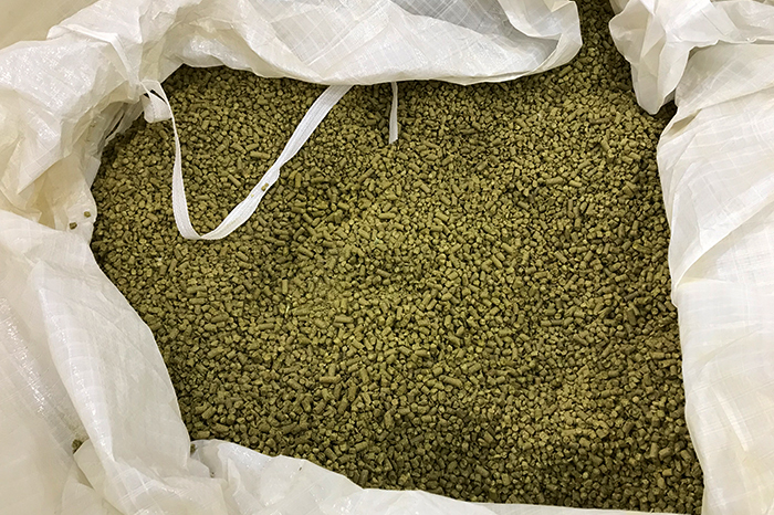 Pelleted hops are packaged in a variety of open mouth bag sizes or tote bags.